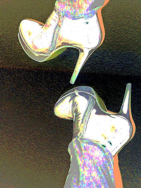 Lady Yerim avec / with permission / Bottes à talons hauts et pantalons longs / High-heeled boots and long pants - Négatif postérisé