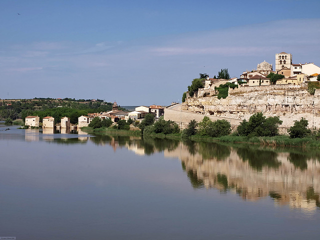 P6261700ac Zamora Skyline Duero river and Cathedral View