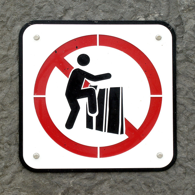 Nicht auf die Tasten des Klaviers treten!