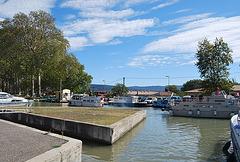 Trebes sur le canal du Midi