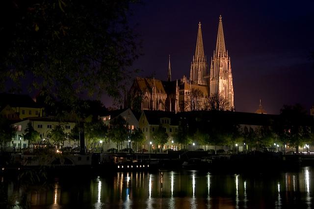 Regensburg, Dom und Donau am Abend