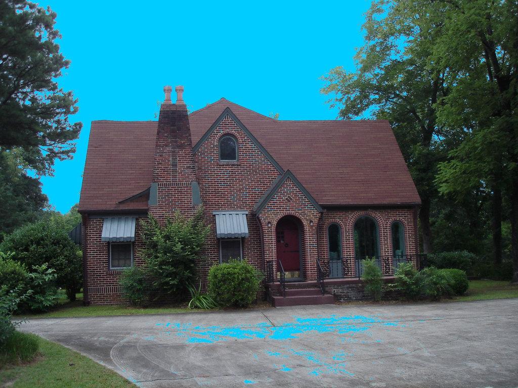 Maison de briques / Brick house - Hamilton, Alabama. USA - 10 juillet 2010. Ciel bleu photofiltré