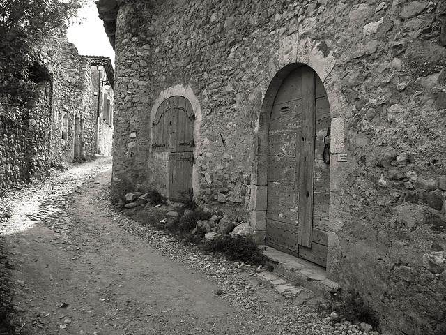 Porte dans une ruelle