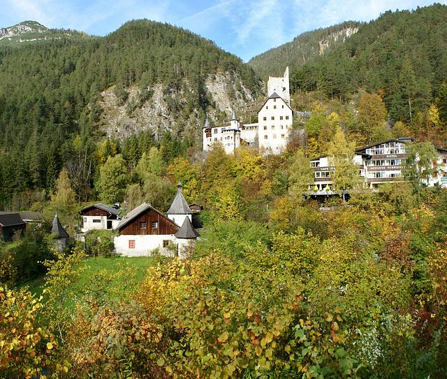 Vom Inntal ins Lechtal. Schloss und Schlosshotel Fernstein. © by UdoSm