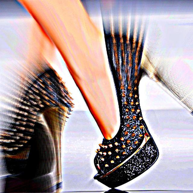 Cloutés psychédéliques / Psychedelic studded heels.