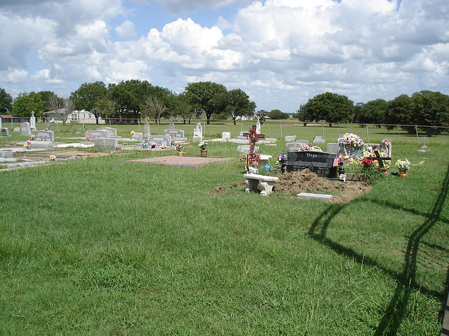 Funeral shade / Ombre funéraire -  Hranice & St-Joseph's cemeteries - Texas. USA - 5 juillet 2010