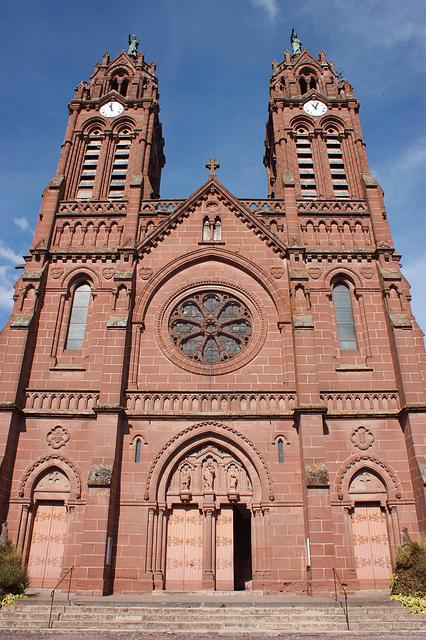Parvis de la cathédrale d'Espalion