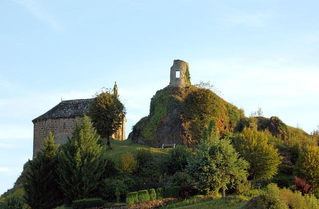 vestiges à Saignes ( Cantal )