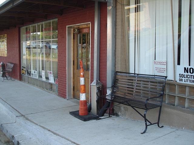 Restrictive bench / Banc restrictif - Bastrop, Louisiana. USA - 8 juillet 2010.