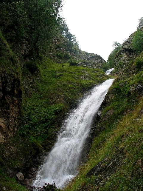 Wasserfall am Meraner Höhenwanderweg zwischen Latsch und Schlanders