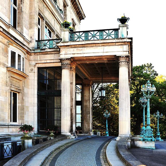 Villa Hügel - noble Auffahrt
