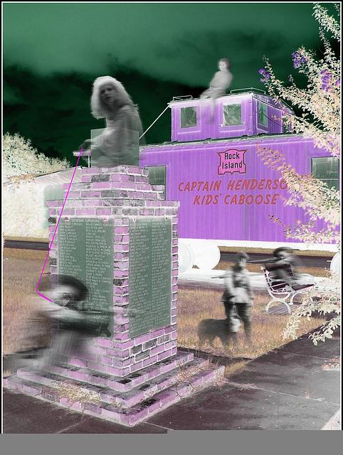 Captain Henderson kid's caboose - Bernice, Louisiana. USA - 7 juillet 2010 - Négatif RVB- Petits fantômes / Friendly ghosts - Création  LeoKris