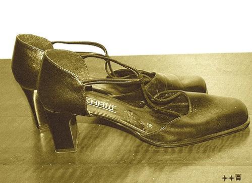 Zhaid 38 / Les belles chaussures de Lilette - Lilette's high heels shoes - 4 décembre 2008 . SEPIA