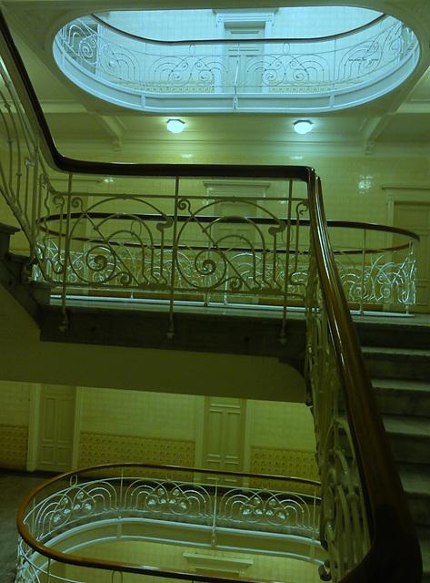 Treppe mit Lichthof im Asiahaus