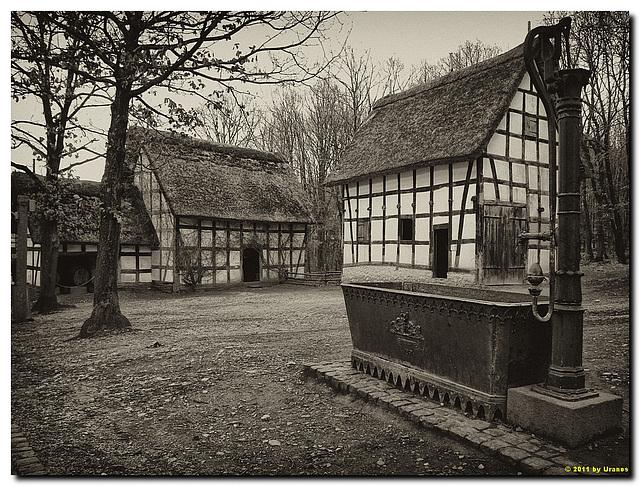 """""""Brunnenplatz"""" mit Kelterhaus aus Oberdollendorf & Ockenfels"""