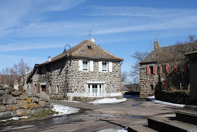Croisement - une maison rénovée- Moudeyres