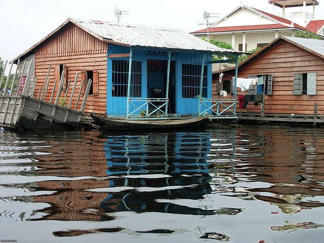PICT7141ac Floating Cham Tribe Village