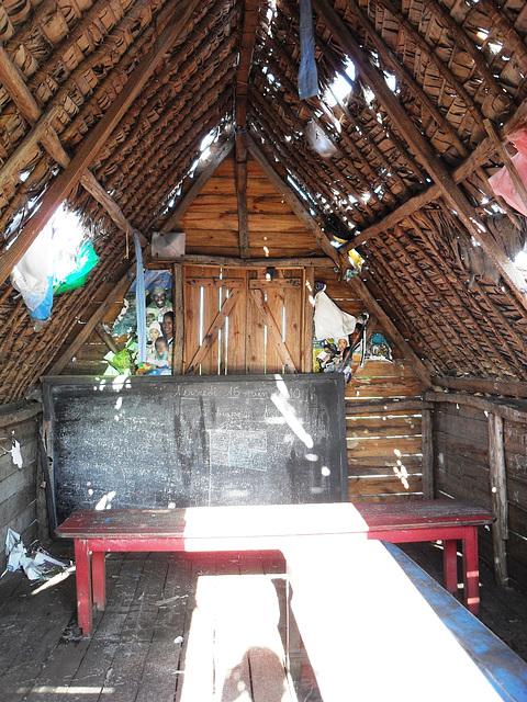 Schulprojekt in Ambalamanasy Klassenraum