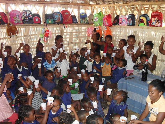 Schulprojekt in Ambalamanasy Feier