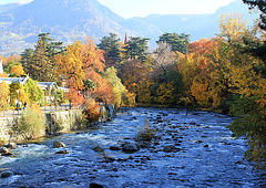 Herbstfarben an der Passer in Meran.