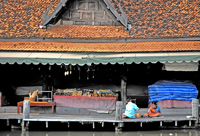 Open shops at the Floating Market ตลาดน้ำ