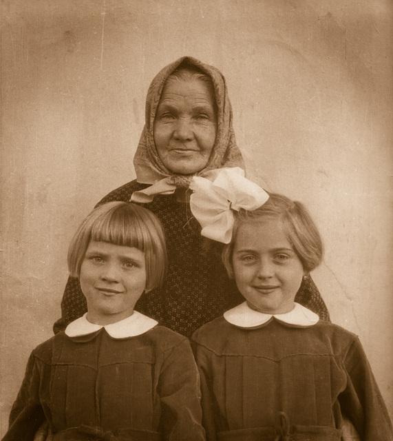 Evka, Anicka s babickou
