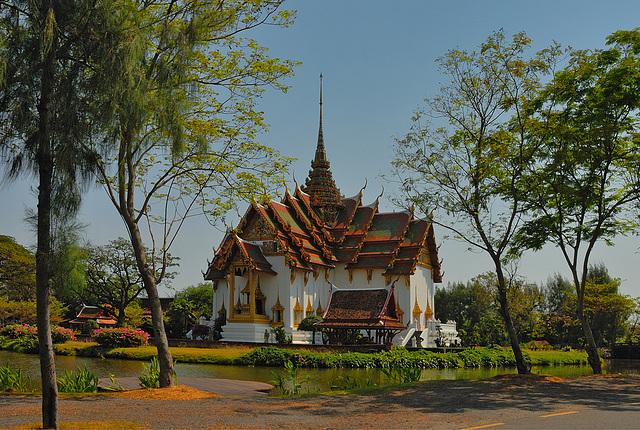 Dusit Maha Prasat Palace (The Grand Palace) พระที่นั่งดุสิตมหาปราสาท กรุงเทพฯ