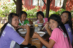 Charming Thai girls like Kuai-Tiao Ruea as well