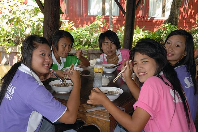Charming Thai girls like Kuai-Tiao Ruea as well