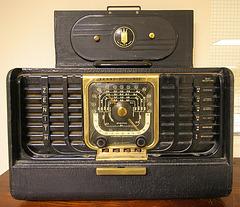 Zenith Trans-Oceanic Radio (8379)