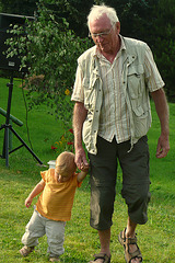 Opi mit Enkelin -
