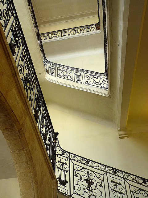 La cage d'escalier du tribunal de commerce
