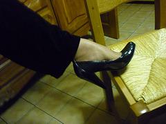 Christiane !!  Escarpins Noëliens / Christmas high heels shoes display - Photographe anonyme / Anonymous photographer.
