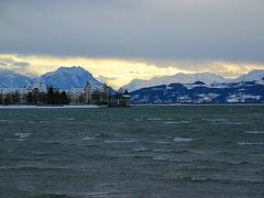 Blick auf die Insel Lindau a. Bodensee - bei Föhnsturm -            on black please