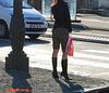 Lilette la pipelette / A street candid gift -  un cadeau de photo de la rue - - Queue de cheval et bottes à talons hauts / Ponytail with high-heeled boots