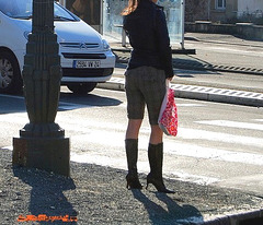 Lilette la pipelette / A street candid gift -  un cadeau de photo de la rue - - Queue de cheval et bottes à talons hauts / Ponytail with high-heeled boots