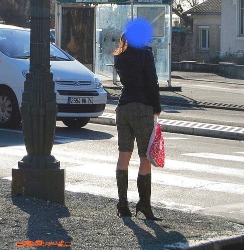 Lilette la pipelette / A street candid gift -  un cadeau de photo de la rue - - Queue de cheval et bottes à talons hauts / Ponytail with high-heeled boots  - Décembre 2008.
