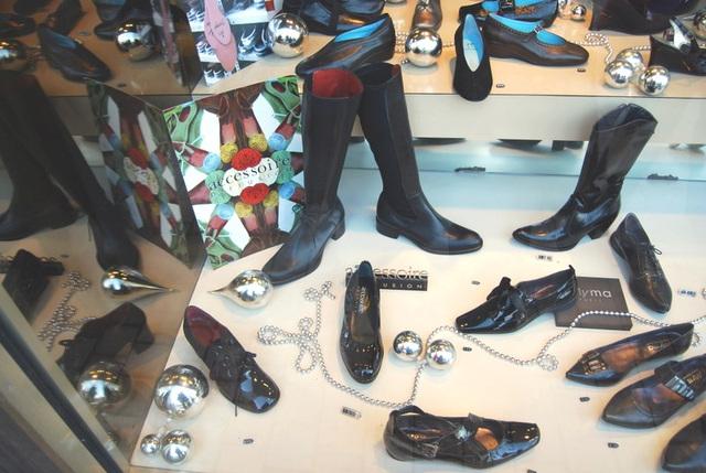 Accessoire Diffusion /  Vitrine podoérotique / Podoerotic window - Cadeau de Lilette / Lilette's gift. 31 décembre 2008.