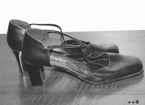 Zhaid 38 / Les belles chaussures de Lilette - Lilette's high heels shoes - 4 décembre 2008. B & W.