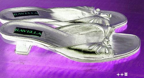 Talons hauts Ravellas à Lilette / Lilette's Ravellas high heels shoes - Inversion RVB - VRB - 4 décembre 2008.