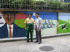 Memorfoto antaux la muro, kiun mi mem pentris, 2009.  서울 광장동 문화의 거리 벽화 시공 후 기념 촬영-2009.9.30
