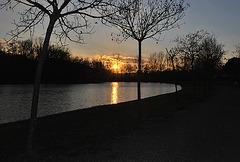 Soleil couchant sur le lac de Belveze