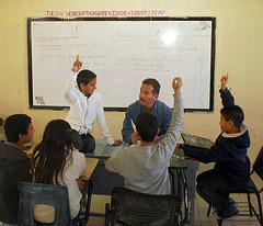 Prof Caldera en clase - Martha Solis