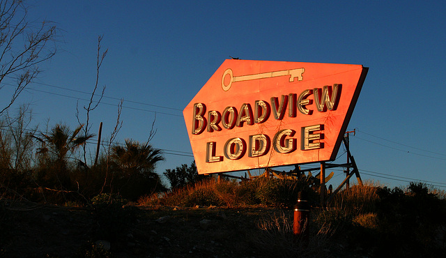 Broadview Lodge sign - not on the Spa Tour (8774)