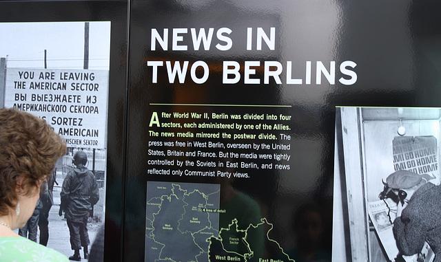 66.BerlinWallGallery.Newseum.WDC.8November2009