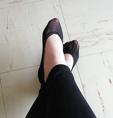 Lady Elido /  Croisement de chevilles et Pieds sexy / Crossed ankles and sexy feet display