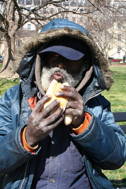 03.HomelessMan.LafayettePark.WDC.19March2006