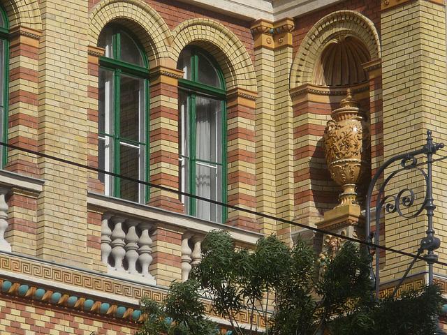 Budapest - detalo de konstruaĵo de ELTE