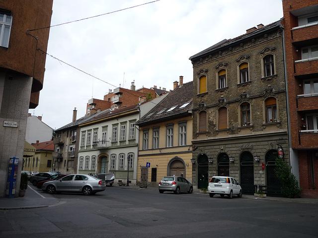 Budapest - malnovaj domoj en Buda-parto