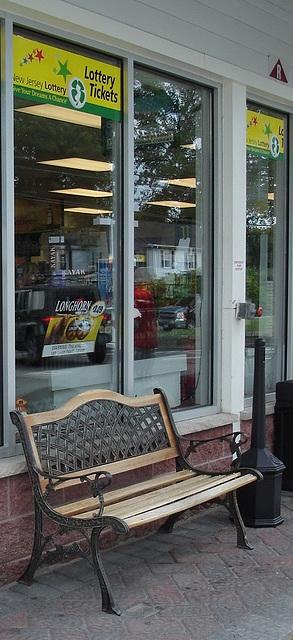 Lukoil's bench / Banc lukoilien - Vernon, New-Jersey (NJ). USA / 21 juillet 2010 / Recadrage